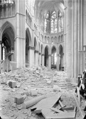 Cathédrale Notre-Dame - Vue intérieure du choeur et de la croisée du transept