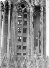 Cathédrale Notre-Dame - Tour sud : tourelle nord-est et escalier à jour