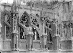 Cathédrale Notre-Dame - Façade nord : arcs-boutants et galerie haute