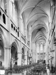 Cathédrale Saint-Bénigne - Vue intérieure de la nef, vers le nord-est
