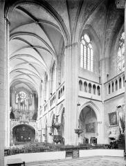 Cathédrale Saint-Bénigne - Vue intérieure de la nef et du transept nord, vers le nord-ouest