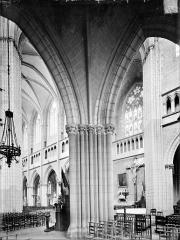 Cathédrale Saint-Bénigne - Vue intérieure du choeur côté sud, vers le nord-ouest