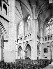 Cathédrale Saint-Bénigne - Vue intérieure du transept, vers le nord-ouest