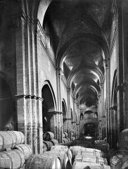 Eglise Saint-Philibert - Vue intérieure de la nef, vers l'entrée