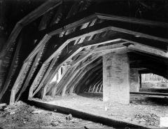 Abbaye de Clairvaux - Cellier, bâtiment en retour : charpente