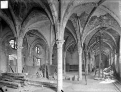 Ancienne abbaye Saint-Bénigne - Dortoir des moines bénédictins : vue intérieure du rez-de-chaussée, vers le sud-est
