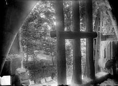 Ancienne abbaye Saint-Bénigne - Dortoir des moines bénédictins : détail d'une ancienne baie
