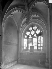 Hôtel Chambellan  dénommé également hôtel des ambassadeurs d'Angleterre - Chapelle : vue intérieure vers la fenêtre