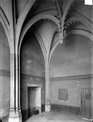 Hôtel Chambellan  dénommé également hôtel des ambassadeurs d'Angleterre - Chapelle : vue intérieure vers l'entrée