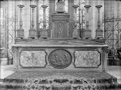 Cathédrale Saint-Etienne - Maître-autel, vue d'ensemble