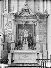 Cathédrale Saint-Etienne - Retable situé dans une chapelle latérale