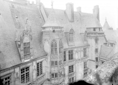Hôtel ou Palais Jacques-Coeur - Vue d'ensemble des bâtiments sur la cour à l'est