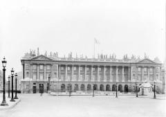 Ancien hôtel Saint-Florentin, puis hôtel de Talleyrand, actuellement consulat des Etats-Unis - Grande façade, à droite de la rue Royale