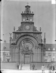 Hôpital général, ancien hospice du Saint-Esprit - Chapelle Sainte-Croix de Jérusalem : Façade d'entrée
