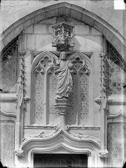 Hôpital général, ancien hospice du Saint-Esprit - Chapelle Sainte-Croix de Jérusalem. Statue surmontant une porte : Christ bénissant