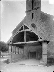Eglise Saint-Nicolas - Porche de la façade ouest