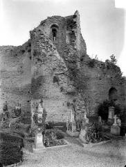 Château des ducs de Bourgogne (ruines) - Façade nord : mur intérieur et tour