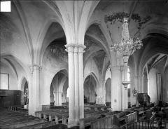 Eglise - Vue intérieure du bas-côté sud et de la nef, vers le nord-ouest