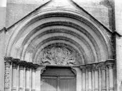 Eglise Saint-Florent - Tympan et voussure du portail