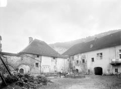 Ancienne abbaye - Cour du cloître