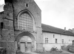 Ancienne abbaye - Portail et dépendance