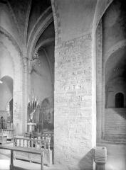 Ancienne abbaye - Vue intérieure du transept et escalier des dortoirs