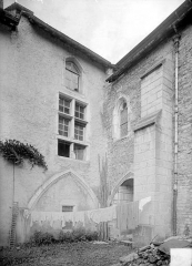Ancienne abbaye - Cloître : Angle nord-ouest (détail)