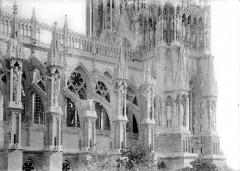 Cathédrale Notre-Dame - Façade nord : travées de la nef, côté ouest
