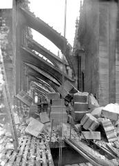 Cathédrale Notre-Dame - Tour sud : démolition du grand trumeau à hauteur des arcs-boutants