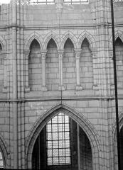 Cathédrale Saint-Gervais et Saint-Protais - Vue intérieure : triforium