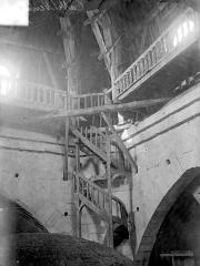 Cathédrale Saint-Louis - Escalier en bois