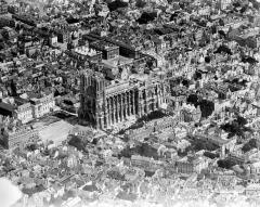 Cathédrale Notre-Dame - Quartier de la cathédrale, côté sud-ouest : vue aérienne
