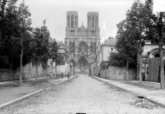 Cathédrale Notre-Dame - Façade ouest prise de la rue du Trésor