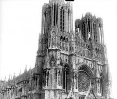 Cathédrale Notre-Dame - Façade ouest : partie supérieure