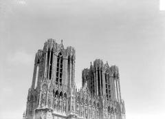 Cathédrale Notre-Dame - Façade ouest : partie supérieure (tours)