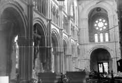 Eglise Saint-Jacques - Vue intérieure de la nef, vers le sud-ouest