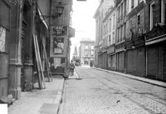 Place Royale - Vue d'une rue débouchant sur la place Royale