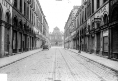 Hôtel de ville - Vue générale prise d'une rue
