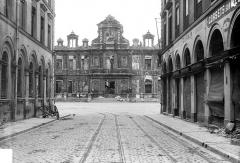 Hôtel de ville - Façade principale prise d'une rue