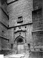 Eglise Saint-Just - Portail de la tour