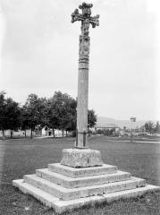 Croix en pierre datée de 1534 - Vue d'ensemble : revers