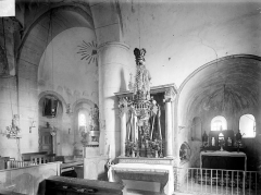 Eglise - Vue intérieure : Entrée du choeur et chapelle absidale sud