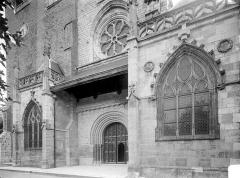 Eglise Saint-Anatoile - Façade ouest : partie inférieure