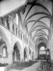 Eglise Saint-Anatoile - Vue intérieure de la nef, vers le nord-est