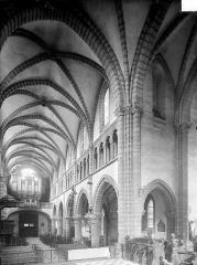 Eglise Saint-Anatoile - Vue intérieure de la nef, vers nord-ouest