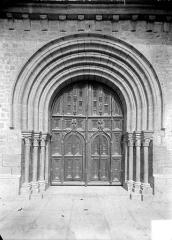 Eglise Saint-Anatoile - Portail de la façade ouest