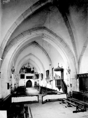 Eglise du hameau de Saint-Christophe - Vue intérieure de la nef, vers l'entrée