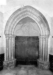 Ancien prieuré de Vaux, puis ancien petit séminaire, actuellement collège Notre-Dame de Vaux - Portail de la façade sud