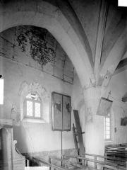 Eglise Sainte-Madeleine - Vue intérieure de la basse nef et dessous du clocher