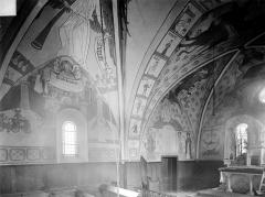 Eglise de la Nativité - Vue intérieure du chœur : peintures murales, côté nord